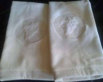 Hand towel with embossed Grapes