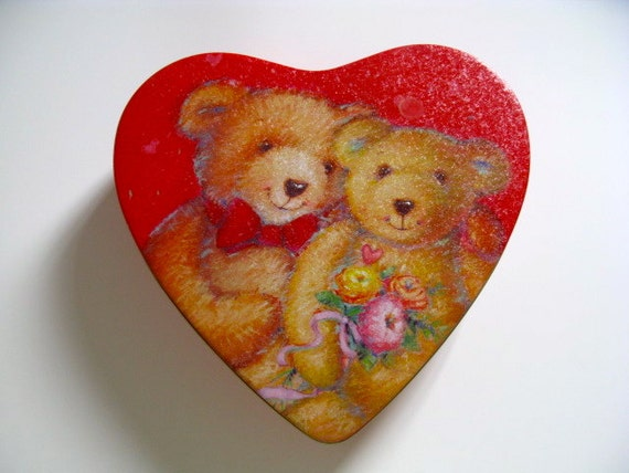 Valentine shaped Teddy Bear cookie tin, perfect condition