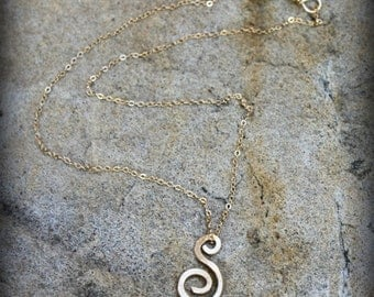 """Swirl Necklace, 14k gold filled wire Necklace, Hammered """"S"""" Necklace, Stocking Stuffer, Hostess Gift, Boss's Gift AD1356X"""