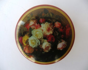 Small Pill Box /// Vintage Metal Box with Plastic Interior /// Flowers /// Roses