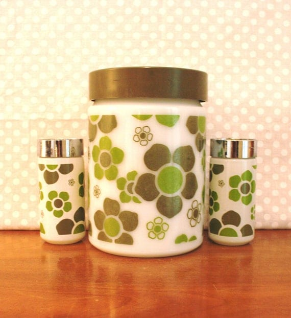 Anchor Hocking Kitchen Canister and Salt and Pepper Shaker Set