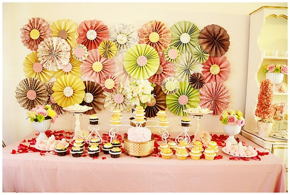 Paper Wheel Fan Flowers Background / Backdrop in Weddings, Center Pieces, Baby Showers, Tea Parties, Accordion Flowers, Christmas Decor
