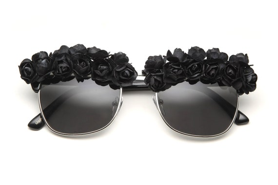 Victoria Flower Sunglasses (Black/Black)