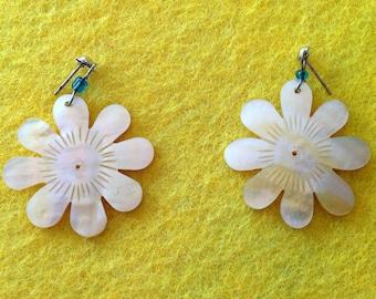Vintage Flower Nacre Earrings // Gift For Friend //Vintage Earrings // Vintage Jewelry // Earrings Vintage