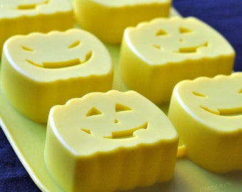 Silicone Soap Molds Cup Cake Muffin Pudding Molds - 6 Halloween Pumpkin