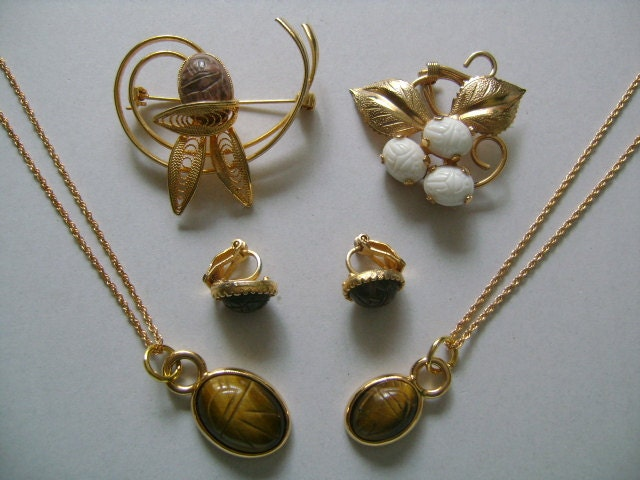Carved Stone Glass : Lot goldtone carved stone and glass scarab agate tiger s