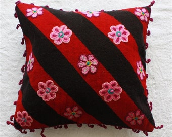 SALE Handwoven pillow cover - black & red