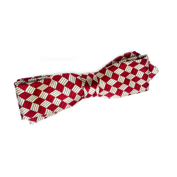 """The """"Charlie"""" pre-tied silk bow tie in red and cream diamond pattern"""