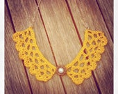 Honeycombe collar necklace with vintage button - Mustard