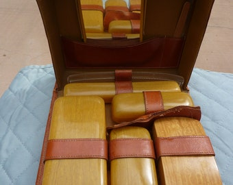 Vintage 1940's travel grooming case