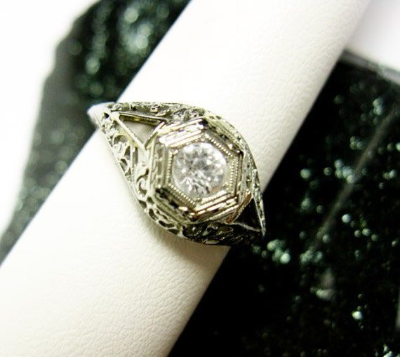 Filigree White Gold Art Deco Solitaire Ring. USA 1930s