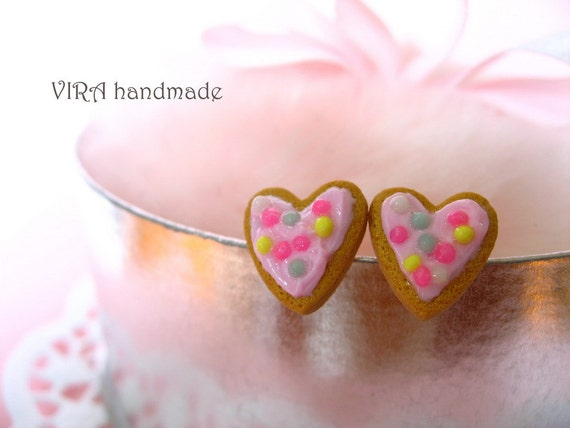 RESERVED for TheElvishDevil - heart shape frosted cookies