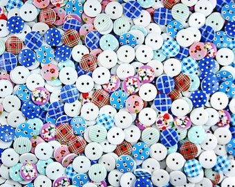 200 x Wooden Buttons Sewing Painting 15mm with 2 Holes Mix Designs