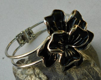 Vintage bracelet chunky bangle black enamel flower silver tone metal