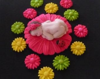 Fondant baby daisy cake topper