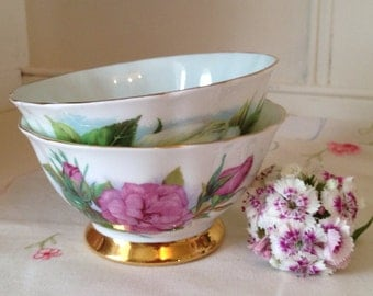 Vintage english bone china sugar bowl by Paragon in the Harry Wheatcroft Roses patterns of either Virgo or prelude. 1950s.