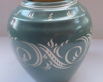 Stylish British Art Pottery PEARSONS of Chesterfield Vase with Incised Abstract Decoration, 1940s