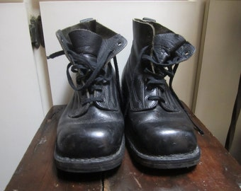 vintage 1985 materengi boots size 38 in great condition. black leather