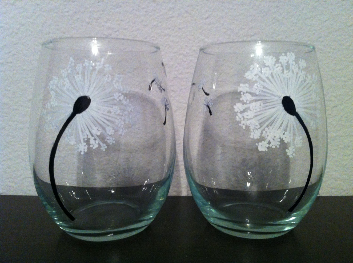 Hand painted dandelion stemless wine glasses set of 2 for Painted stemless wine glasses