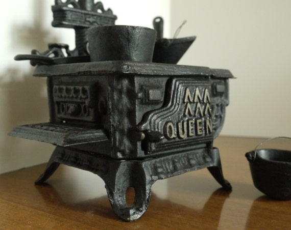 Queen Vintage Toy Stove 1970 S Cast Iron Many