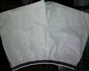 Classy White Short Shorts Size 34