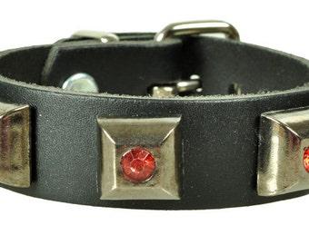 "Leather bracelet ""pyramid rivet"""