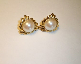 Pearl Earrings, Pearl Clip On Earrings, Vintage Pearl & Gold Earrings, Art Deco Style Pearl and Gold Clip On Earrings, Mother's Day Gift