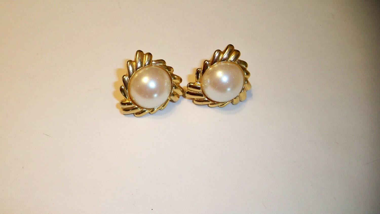 pearl earrings pearl clip on earrings vintage pearl gold. Black Bedroom Furniture Sets. Home Design Ideas