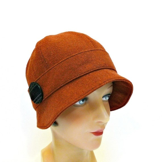 Cloche Hat in Rust Wool with Carved Horn Button