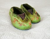 Women house shoes, Women felted wool slippers, chartreuse green and purple