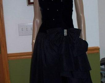 Black Velvet Cocktail Party Dress-Built in Caroline- Alfred Angelo Vintage FLIRTATIONS