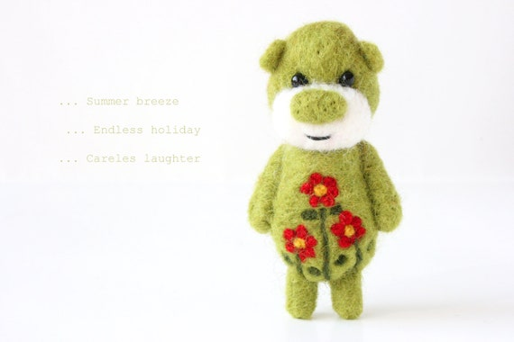 Pocket green bear totem with red flowers 54
