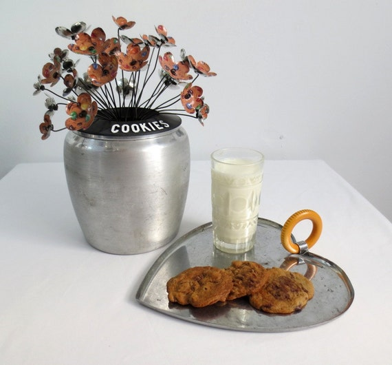Cookies Galore Metal Chocolate Chips Flowers With M&Ms  In Vintage Cookie Canister