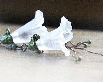 Summer Outdoors Green Nature Earrings Steampunk Bridal Earrings Delicate Snow White Earrings Frosted Trumpet Flower Earrings Antique Bronze