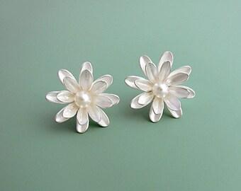 Silver stud earrings 'Asters'