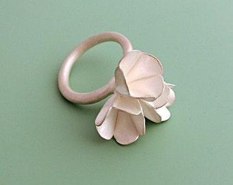 Ring 'Three Flowers'