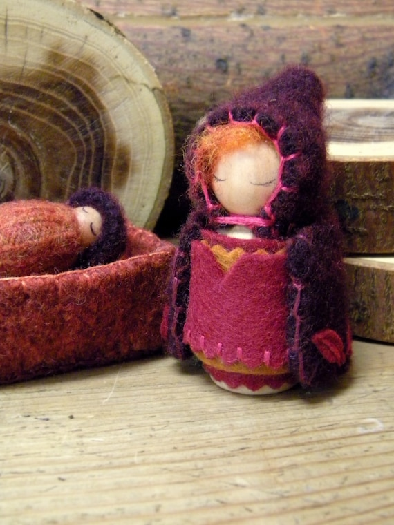 Waldorf Mother & Baby Play-set, Waldorf Peg Doll Play set, Baby in cradle, Autumn, Fall, plum, burgundy, purple, deep red, gold