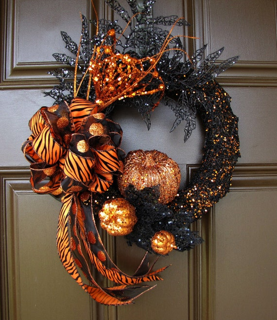 Glitter halloween wreath with tiger striped and polka dot bow for Striped and polka dot pumpkins