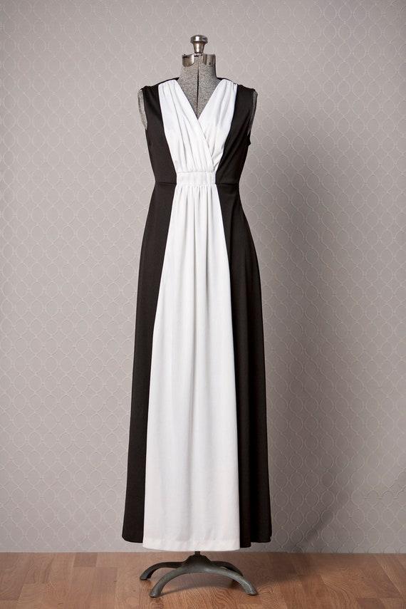 1970s Maxi Dress / 70s Vintage Dress / Mod Maxi Dress