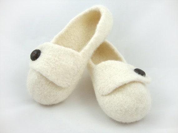 Winter White Womens Felted Wool Slippers