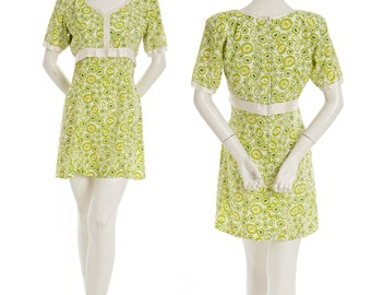 Vintage lime green and cream mod go-go dress with circle daisy pattern -- retro mod dress -- 60s minidress -- flower power -- size s