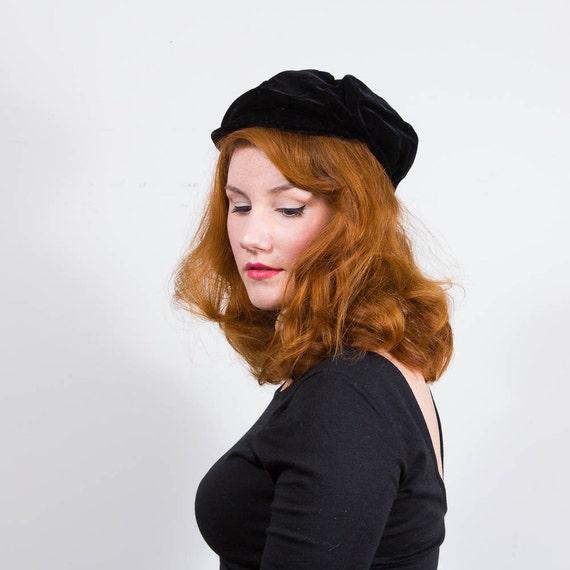 vintage 1970s hat / pageboy cap / Black Velvet
