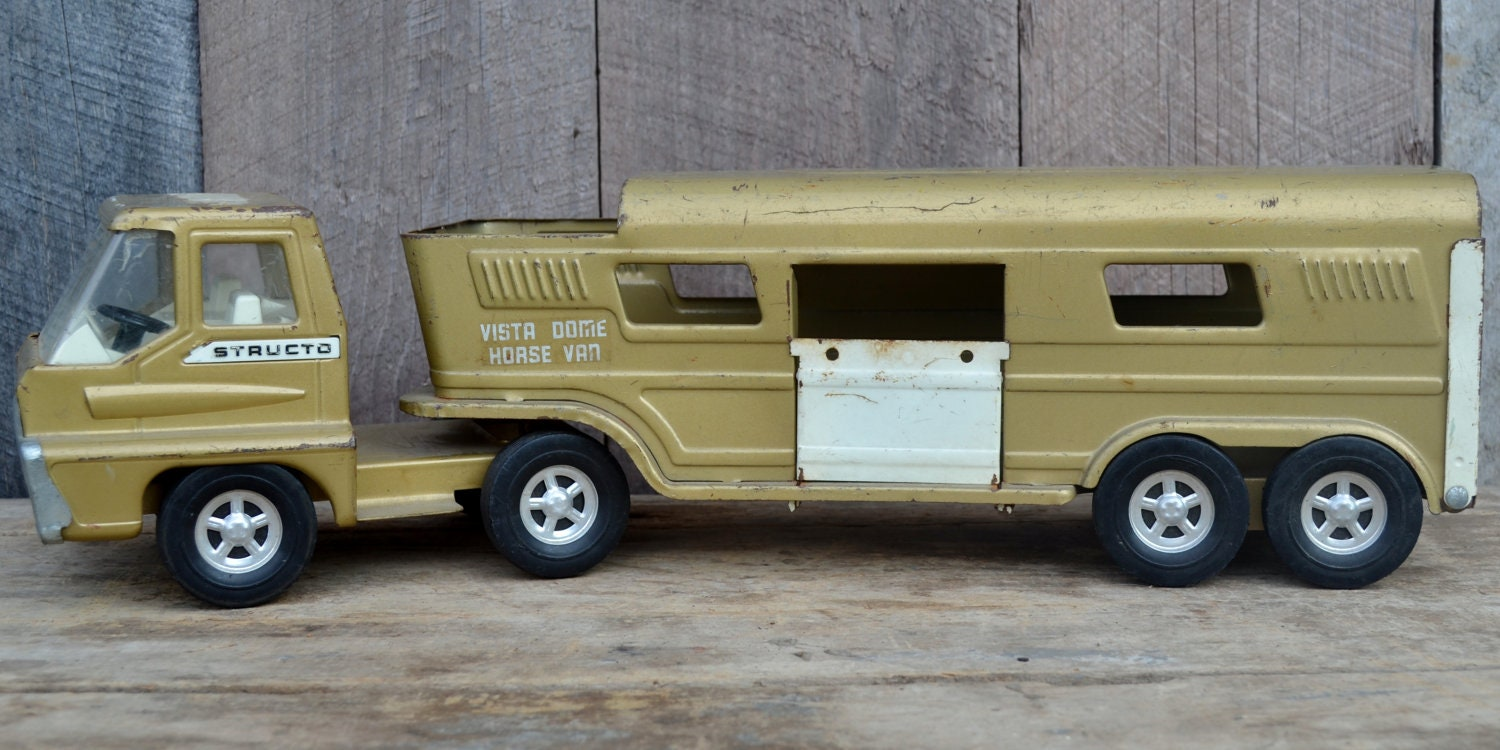 Structo Horse Van Vista Dome Cab Over Truck Horse Trailer Gold