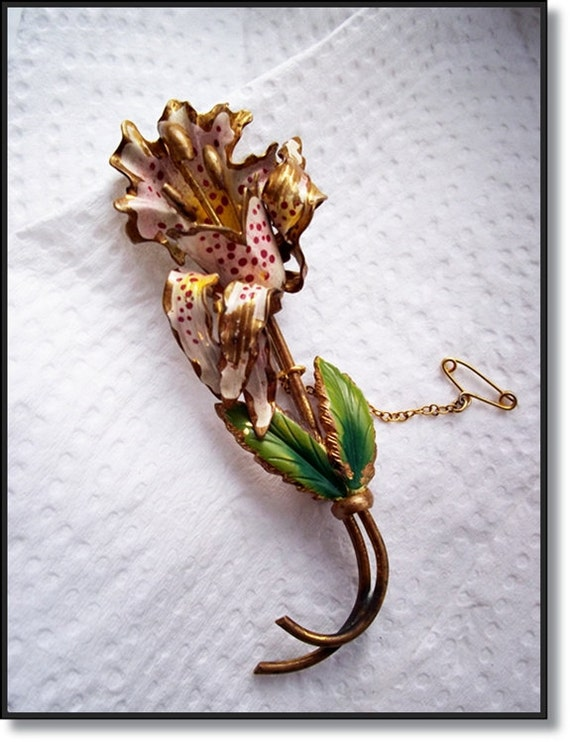 Vintage Jewelry : 1940s Ladies Lovely Floral Pin Brooch Glamorous Gift