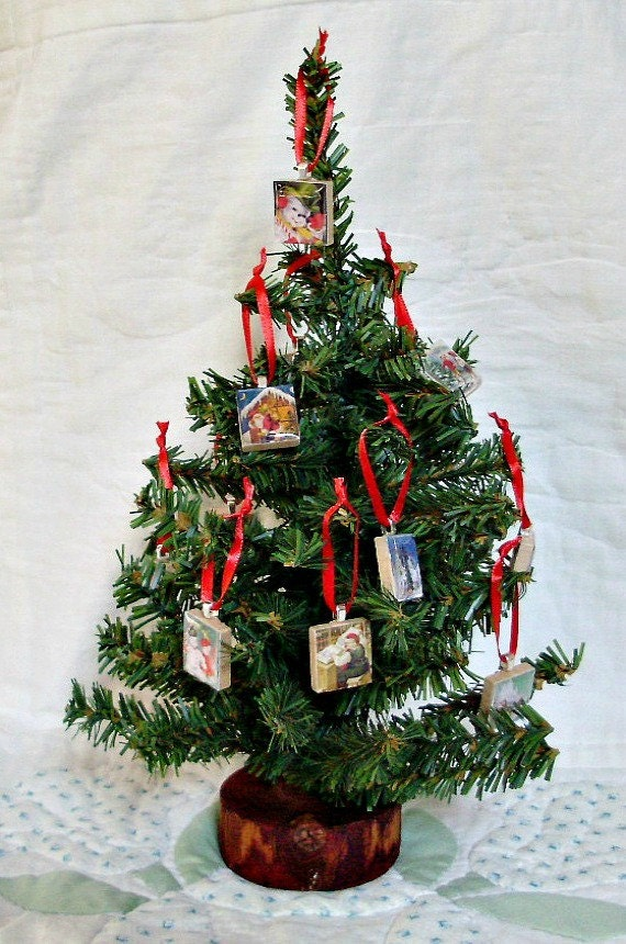 items similar to miniature christmas tree with vintage photo charm scrabble tile ornaments on etsy. Black Bedroom Furniture Sets. Home Design Ideas