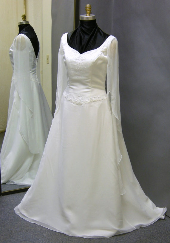 Plus size vintage renaissance style wedding dress for Renaissance inspired wedding dress
