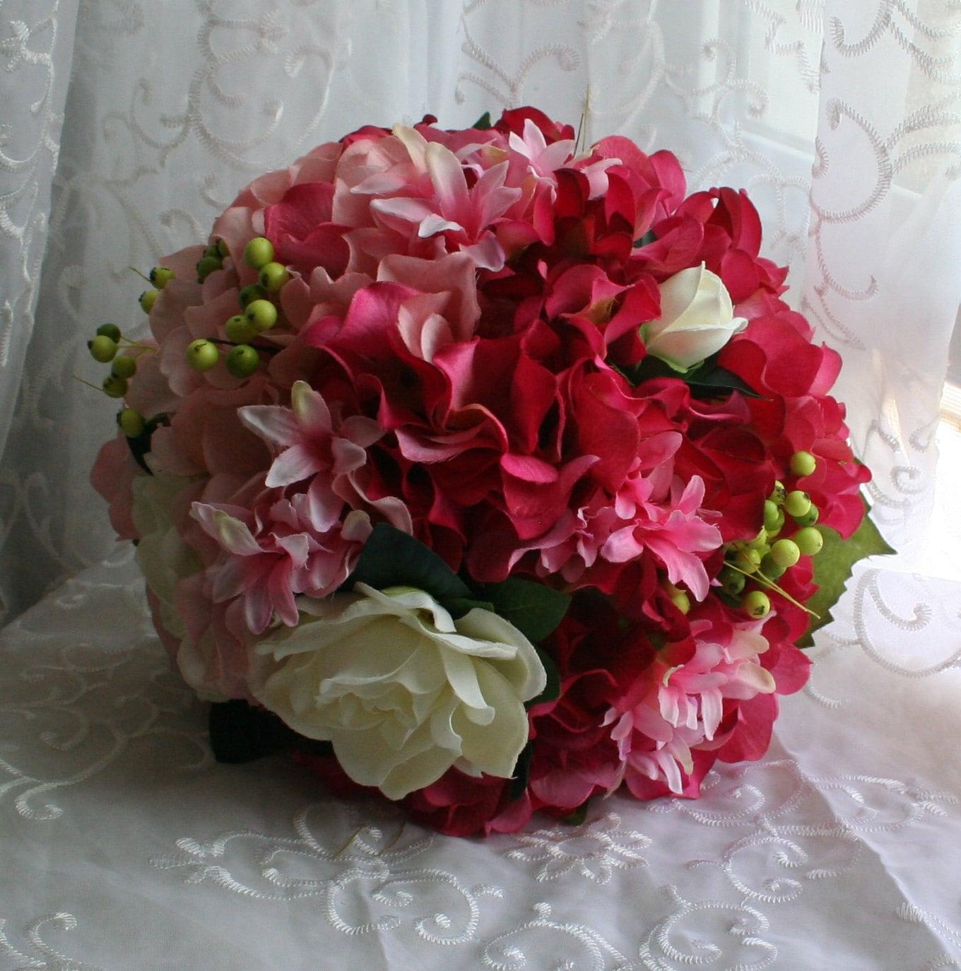 brautstrau hortensie boutonni re rustikal rot rosa. Black Bedroom Furniture Sets. Home Design Ideas