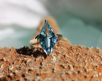 PRICED To SELL Vintage 10k Solid Yellow Gold Genuine & Natural 4 Carat Diamond Shape Cut Sky Blue Topaz Ring - Size 5