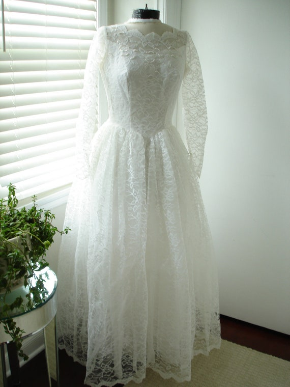 1950 White Beaded Lace Wedding/Bridal Dress Long Sleeve Ballgown by Carol Brent