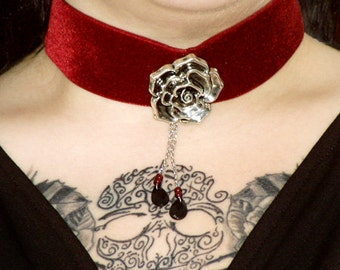 DARK RED CHOKER, Crying Rose, Gothic, Jewelry, Victorian, Necklace, Choker, Red, Velvet, vampire, rose, ajustable, tears, blood, collar,